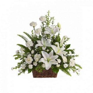 centro de claveles blancos con lirios aromáticos
