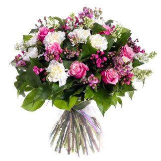ramo de claveles blancos con rosas
