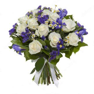 ramo de rosa blancas con iris morados