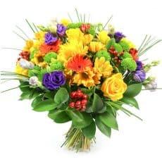 ramo e flores variados con margaritas, lisiamthun y rosas