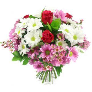 ramo de margaritas con rosas rojas