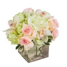 centro de mesas para restaurantes, centro de rosas con hortensias y orquídeas
